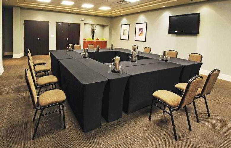 Holiday Inn Express & Suites Vaughan - Hotel - 13