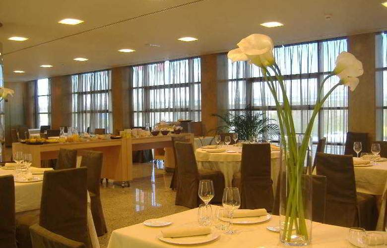 Crowne Plaza Madrid Airport - Restaurant - 42