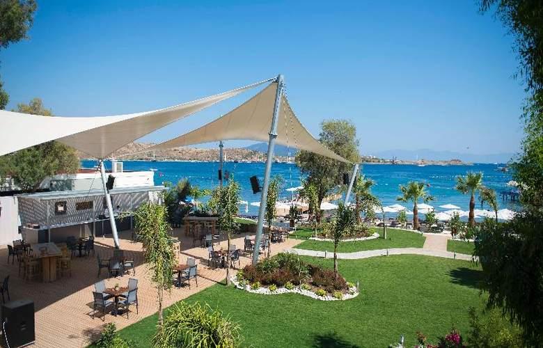 Ramada Resort Bodrum - Beach - 40