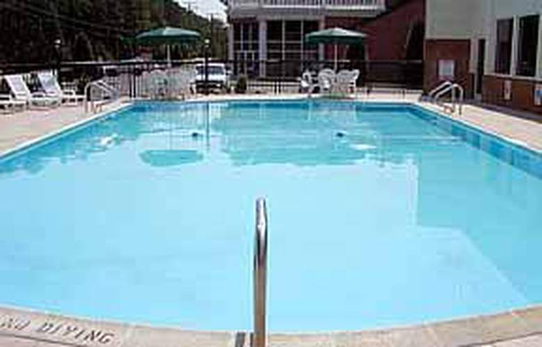 Quality Inn Historic Area - Pool - 4