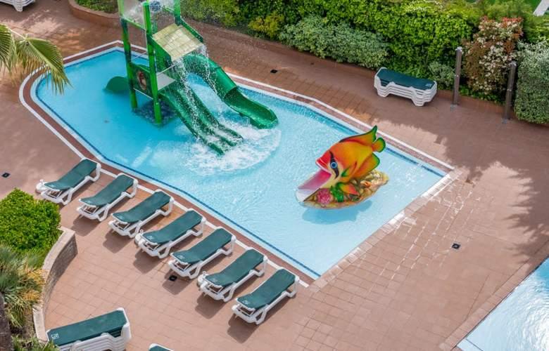 Golden Avenida Suites - Pool - 13
