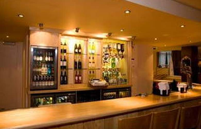 Premier Inn London Hammersmith - Bar - 2