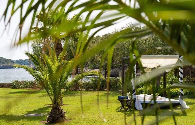 Blau Privilege Porto Petro Beach Resort & Spa - Environment - 4