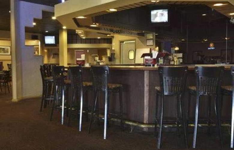 Wyndham Garden Hotel Philadelphia Airport - Bar - 6