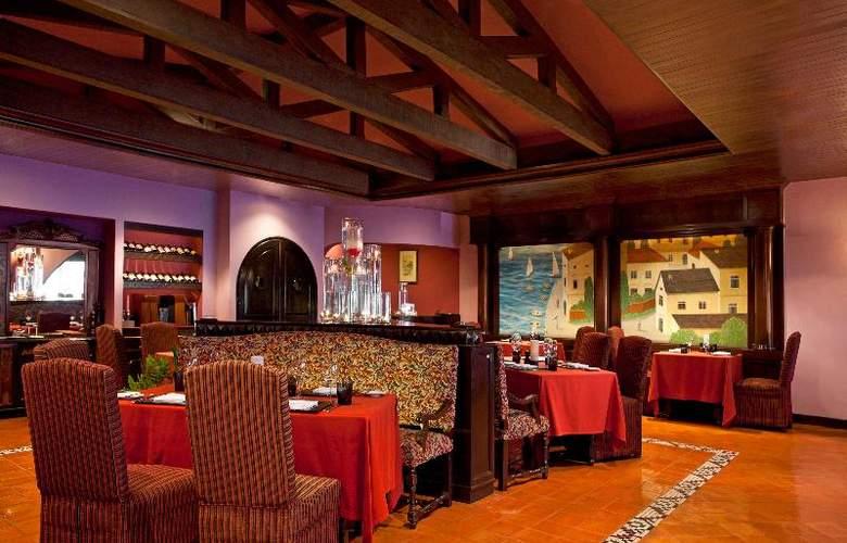 Le Meridien Phuket Beach Resort - Restaurant - 28