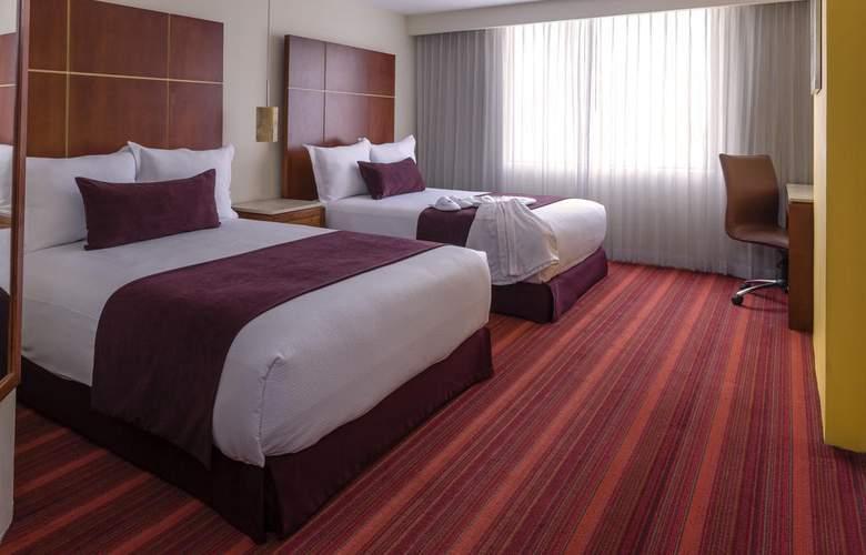 Camino Real Aeropuerto - Room - 15