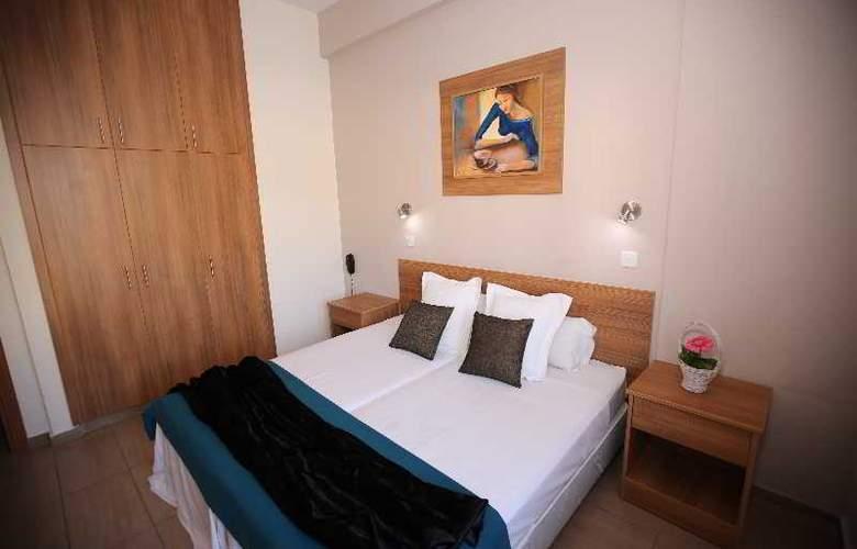 Lucky Hotel Apts - Room - 11