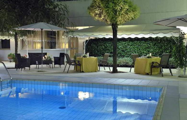 Perugia Plaza - Pool - 4