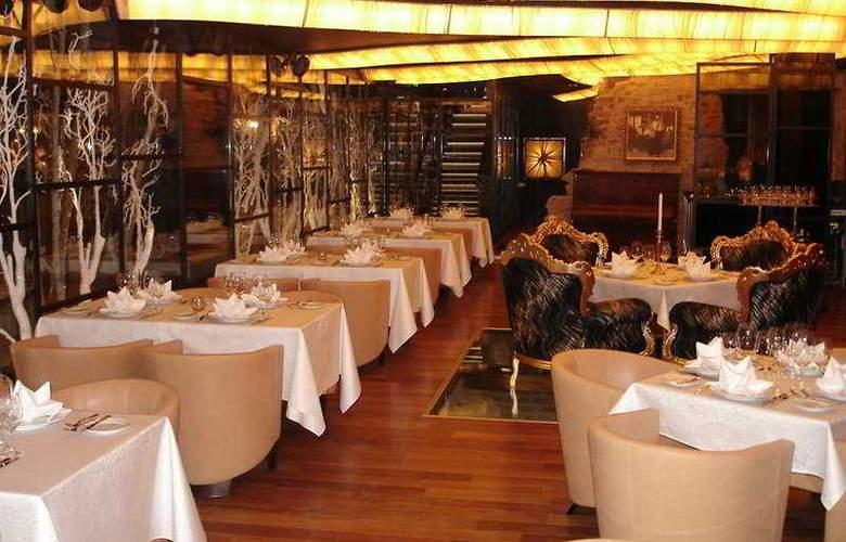 Royal Square Hotel & Suites - Restaurant - 6