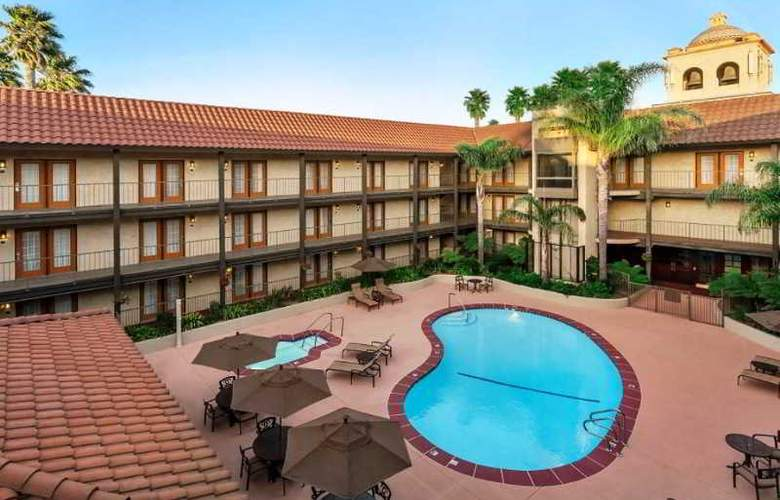 Embassy Suites Lompoc Central Coast - Pool - 10