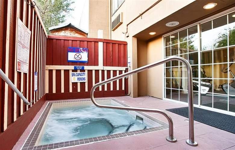 Best Western Plus Executive Suites - Pool - 44