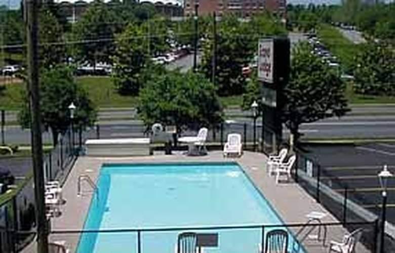 Econo Lodge University Arena - Pool - 3