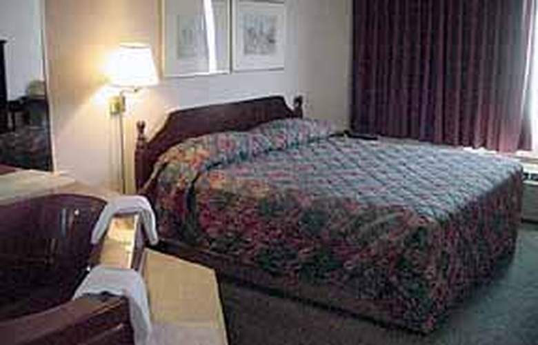 Quality Inn & Suites (Warren) - Room - 4