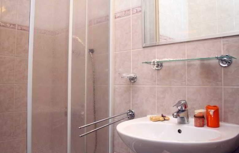Trans Hotel - Room - 17