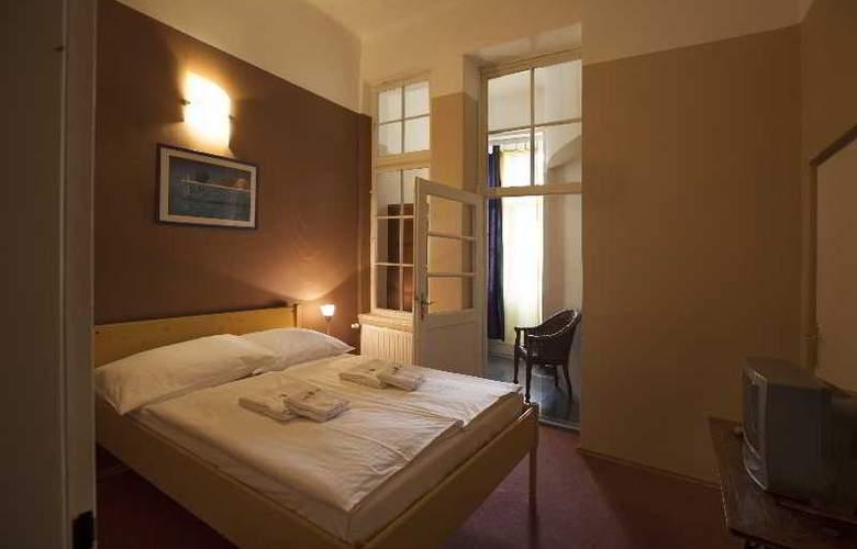 Otakar - Room - 8