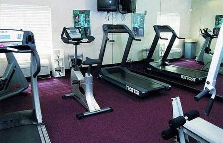 La Quinta Inn & Suites St Louis / Westport - Sport - 8