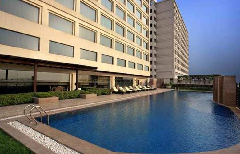 Doubletree by Hilton Hotel New Delhi Noida Mayur - Pool - 7