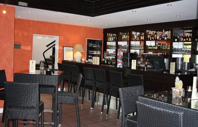Quality Hotel La Berteliere - Bar - 2