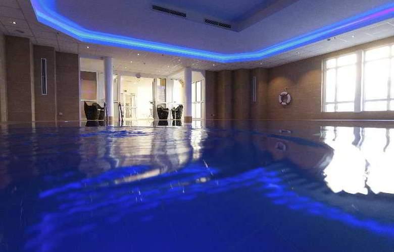 Hilton Bonn - Pool - 4
