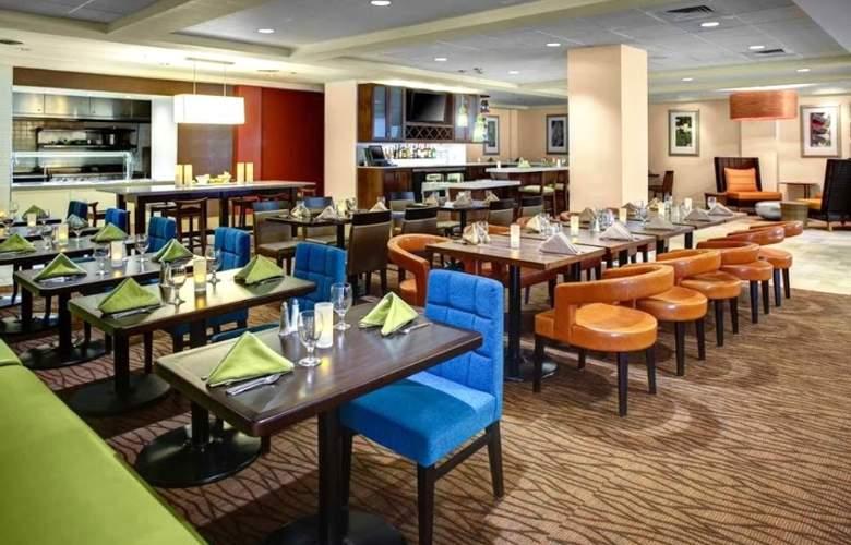 Hilton Garden Inn Boston/Waltham - Restaurant - 6