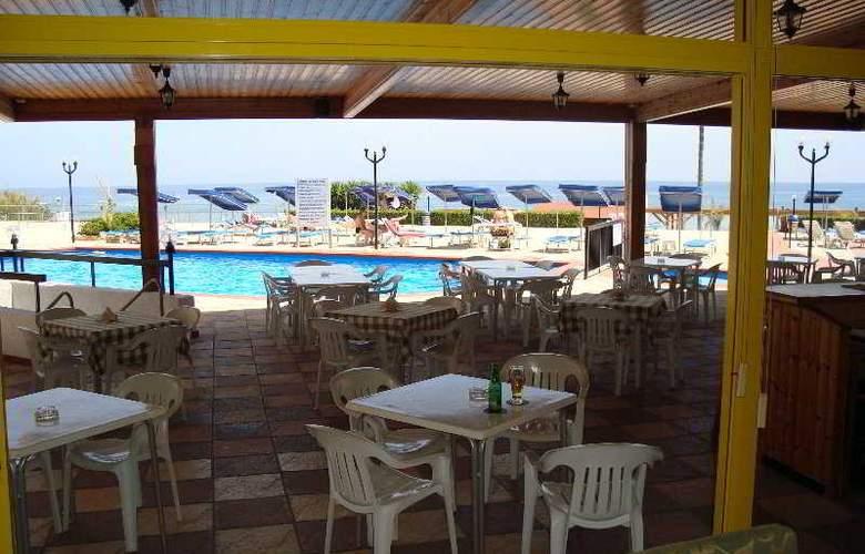 Evalena Beach Hotel Apts - Terrace - 4