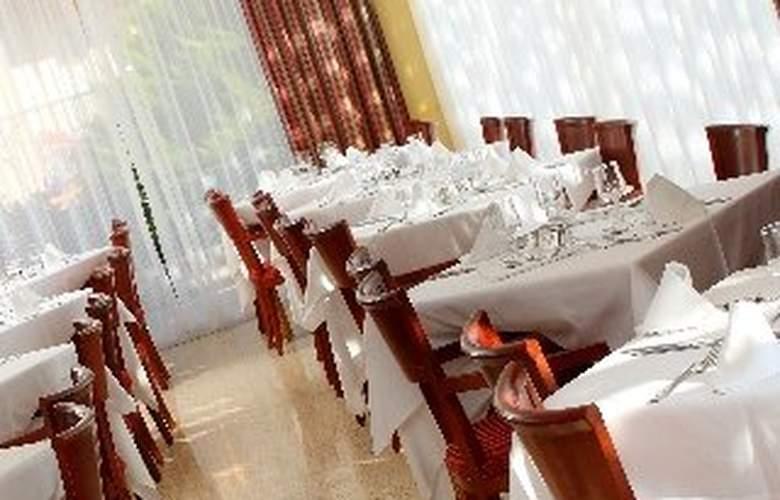 Valentin Park - Restaurant - 11