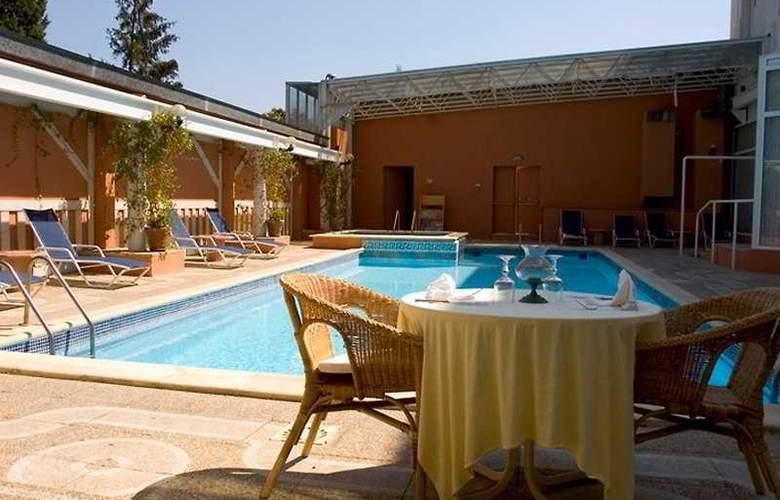 Arles Plaza - Pool - 3