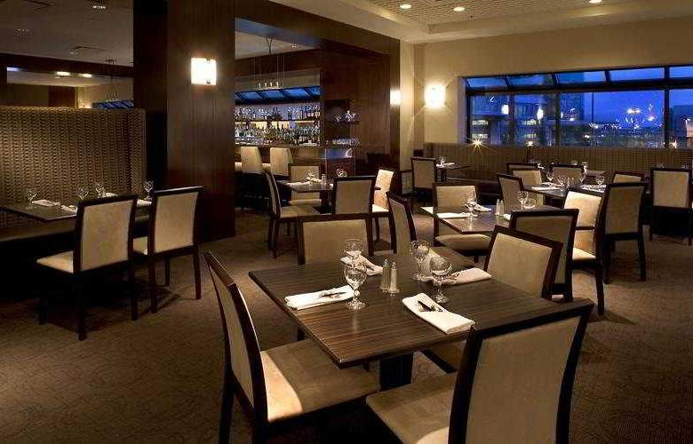 Delta Hotels by Marriott Calgary Airport In-Terminal - Restaurant - 3