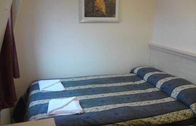 Tudor Inn - Room - 3