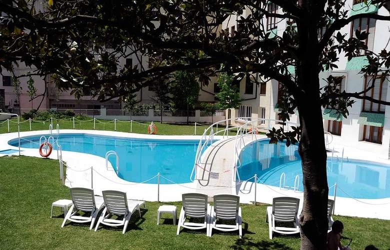 Gran Hotel Jaca - Pool - 3