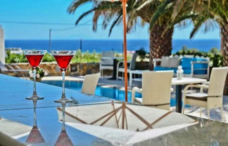 Dilino Hotel Studios - Pool - 12