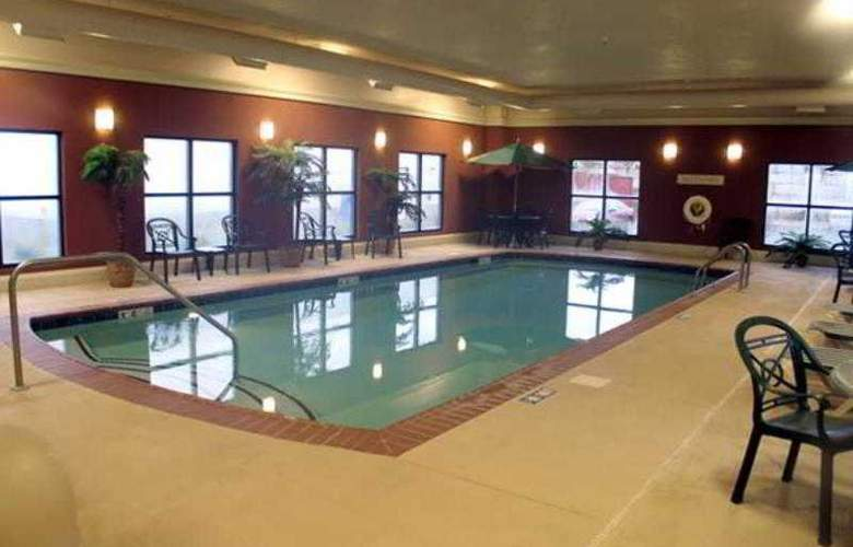 Hampton Inn & Suites Kalamazoo-Oshtemo - Pool - 0