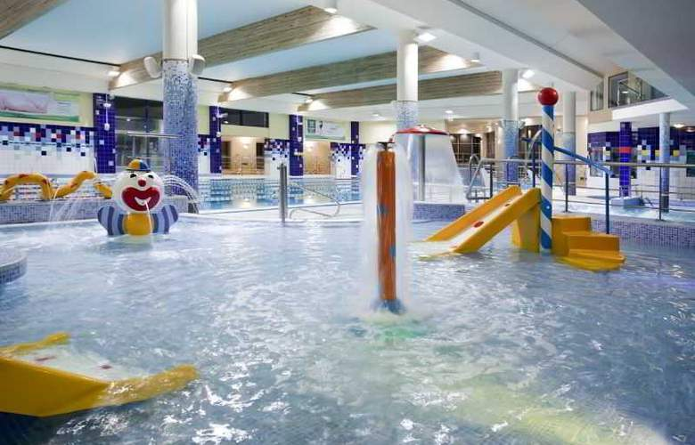 Hotel Platinum - Pool - 13