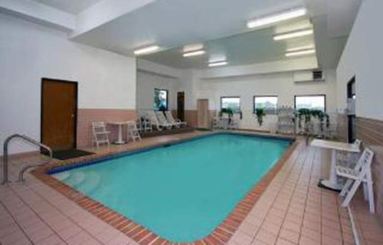 Comfort Inn & Suites Hazelwood - St. Louis - Pool - 4