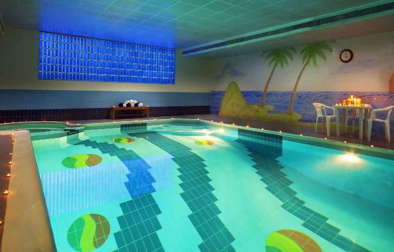 Admiral Plaza - Pool - 8