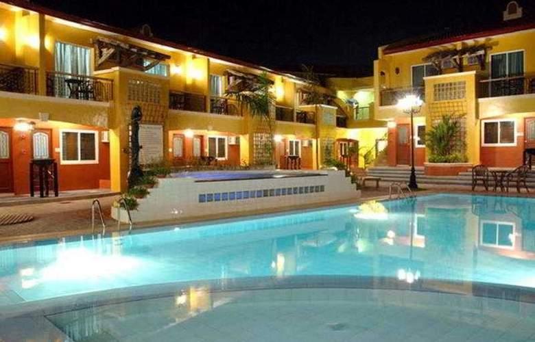 Crown Regency Residences Davao City - Pool - 5