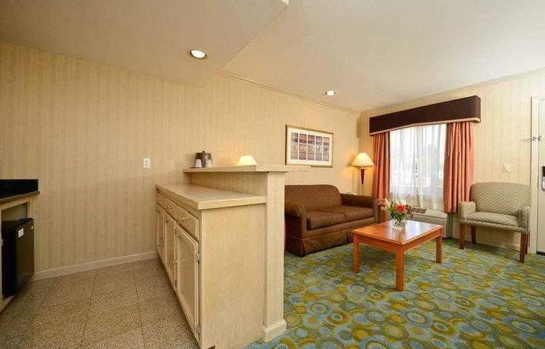 Best Western Plus Executive Suites - Hotel - 13