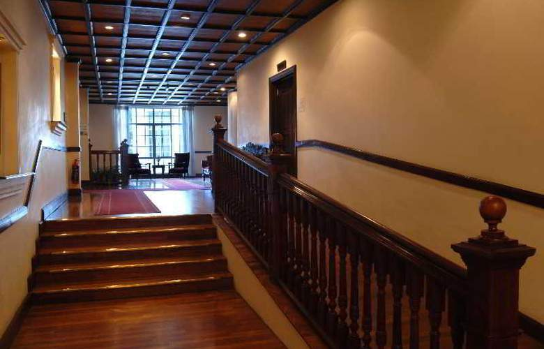 Grand Hotel Nuwara Eliya - Terrace - 22