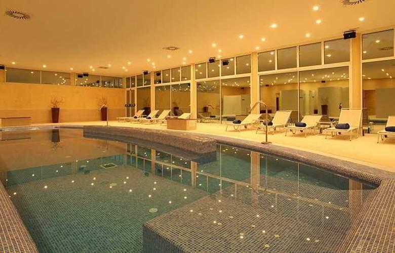Blau Privilege Porto Petro Beach Resort & Spa - Pool - 10