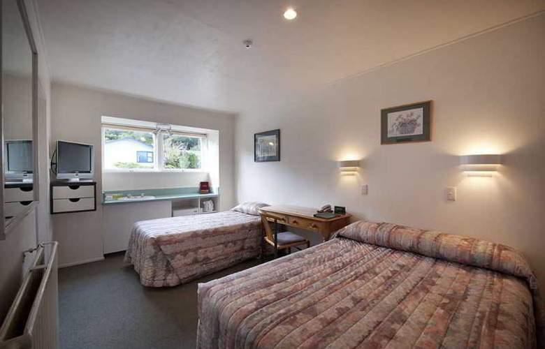 Heartland Hotel Glacier Country - Room - 0