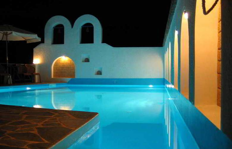 Kerame Hotel & Studios - Pool - 40