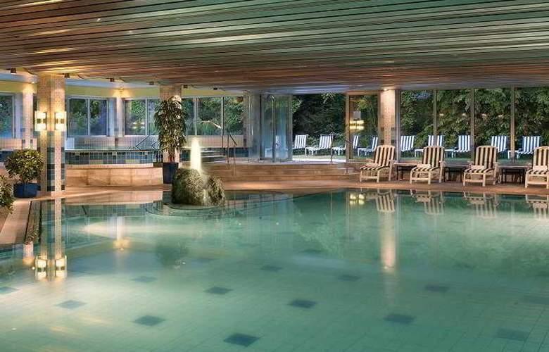 Radisson Blu Badischer Hof - Pool - 8