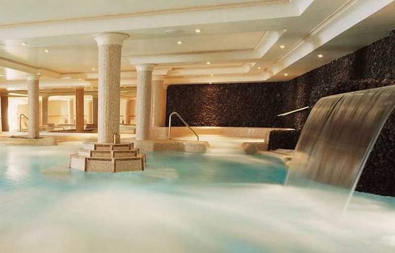 Vital Suites Residencia Salud & Spa - Pool - 5