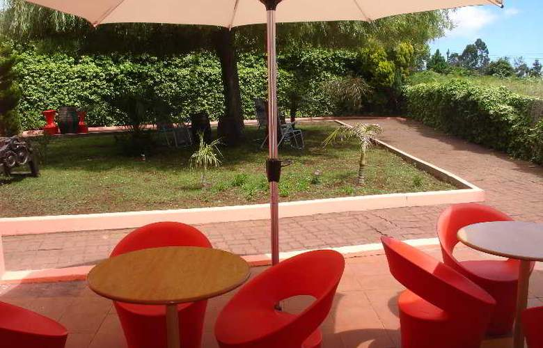 Inn & Art Casa de Chá dos Prazeres - Terrace - 15