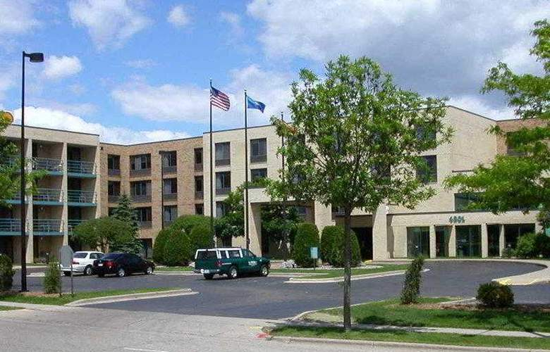 Best Western Plus East Towne Suites - Hotel - 0