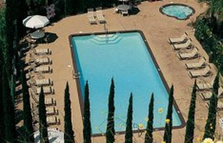 Days Inn San Diego near Seaworld - Pool - 2