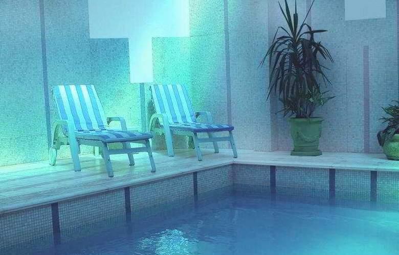 Lafayette - Pool - 6