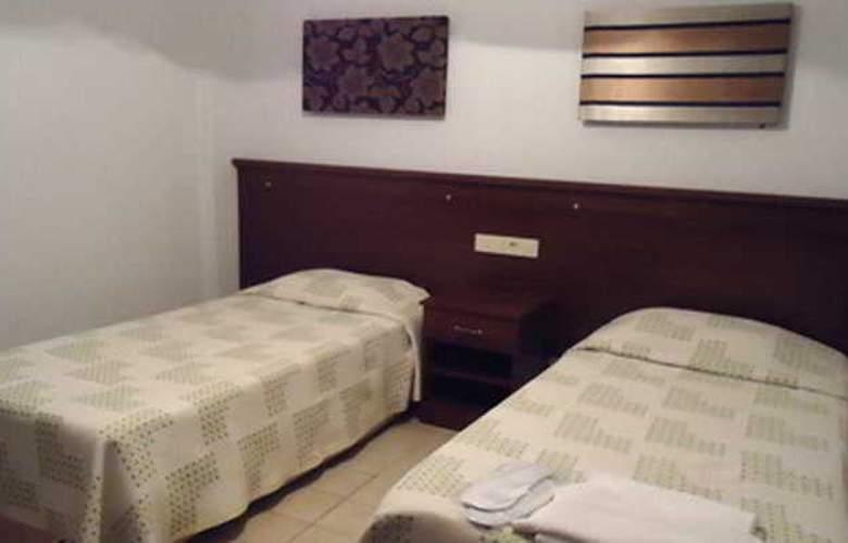 Kum Hotel - Room - 2