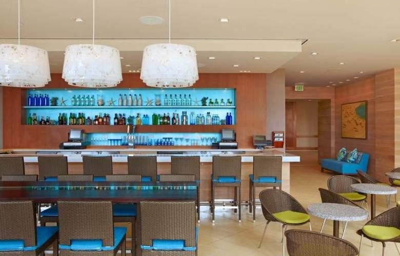 Hyatt Regency Waikiki Beach Resort & Spa - Bar - 31