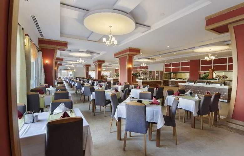 Zen The Inn Resort & Spa - Restaurant - 19